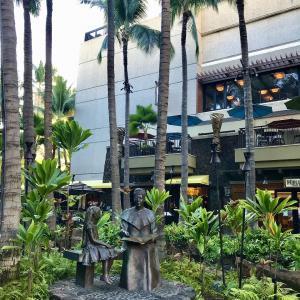 ロイヤルハワイアンセンターの銅像