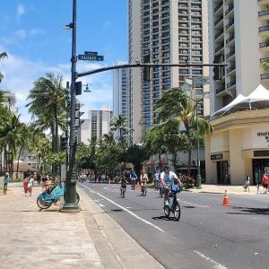 ハワイの今 カラカウア通りが歩行者天国