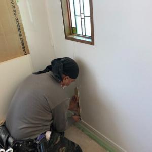 漆喰シート施工中