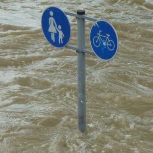 最上川で川の水が住宅街に気象庁「大雨特別警報の可能性も」