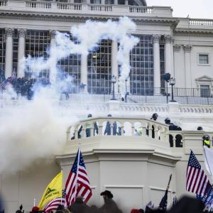 トランプ氏支持者、連邦議会に侵入銃撃された女性死亡