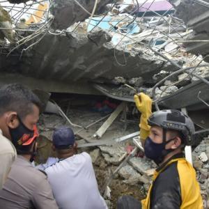 インドネシア地震、死者81人に72時間経過、負傷者700人超