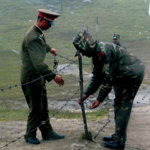 コロナワクチン外交で中印が火花アジアで無償提供を競う