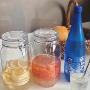 美味しい果実酢とジャーとタッパーと。