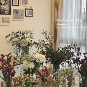 品揃え豊富な朝一番の花市場。