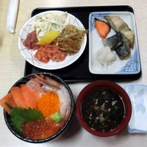 函館朝市は、市民も楽しめます。