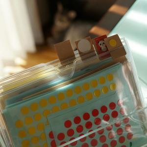 軟質カードケースで。立てて見やすいシール収納術