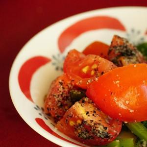 濃い緑の野菜を「黒ごま和え」にすると、かんたんでおいしい。