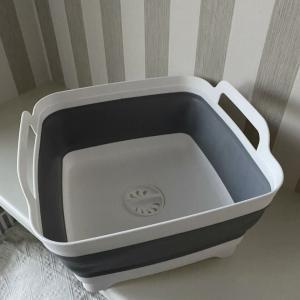 浸け置きしたらワンタッチで排水まで。マルチに使える便利なシリコン製洗い桶