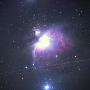オリオン大星雲と静止衛星