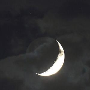 月と星と雲と地球照
