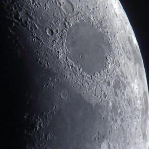 東辺の月の海