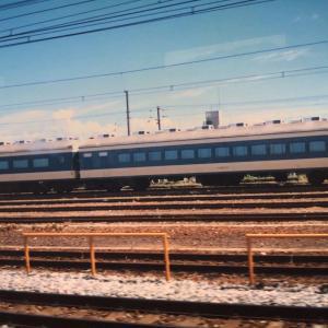 【鉄道スケッチ】役割を終えた581系電車のグリーン車と食堂車