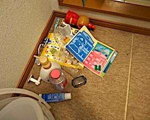 平日1ヵ所片付け宣言。1.洗面所床の散らかり。