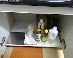 汚部屋あるある。なぜこんなところにこんな汚れが…?