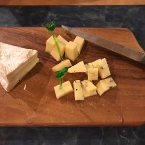 クロネコヤマトのクール国際便でチーズが届いた