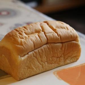 「ポワン エ リーニュ」のTOKYOスタイルのパン。