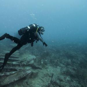 【絶望】『海底洞窟で行方不明』になった女性ダイバー、こうなる・・・