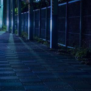 【怖い話】夜道で、前から歩いてくる奴が自分と同じ服着てる→顔を見てゾッとした