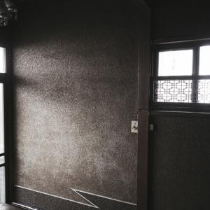 【恐怖】夜中眠れずゴロゴロしてたら急に玄関が開く音がして誰か入ってきた