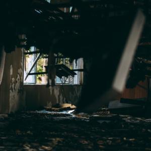 【怖い話】大学生男女数人でとある廃墟に肝試しに行った結果・・・