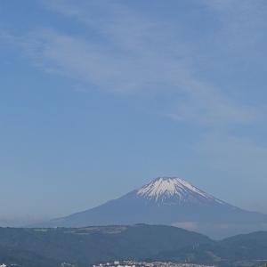 快晴の富士山はきれいです