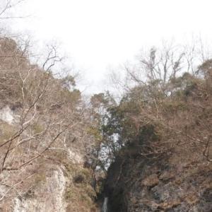 絹を垂らしたような滝:絹掛の滝~新見市R180