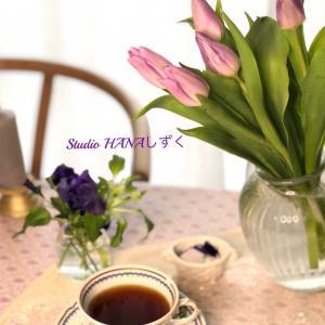 春の花々と日めくりカレンダー