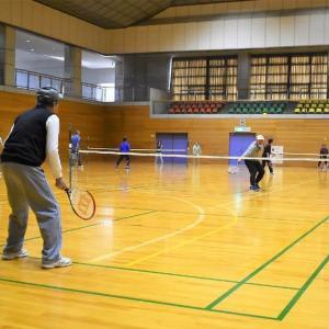 スポーツセンター・アリーナでテニスの後、プールでクールダウン。