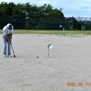 グランド・ゴルフは、24人がプレーを楽しんだ後、「男の料理」に参加。