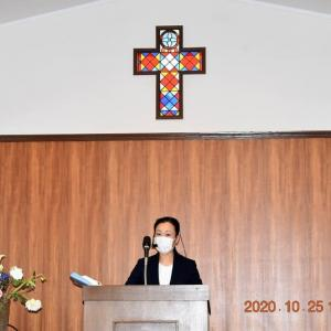 聖日・教会でお祈り。
