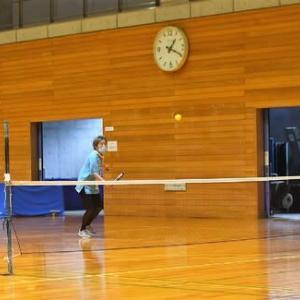 スポーツ・センター・アリーナでテニス。