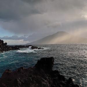 うねる海(八丈島)
