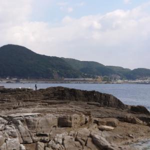 竿を持ったままの海辺の散歩(南紀)