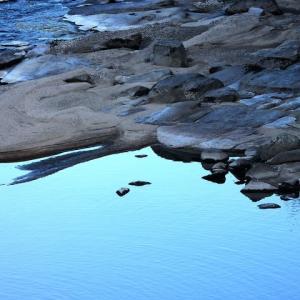 水の形 (水色の水)