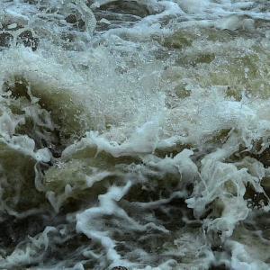 水の形 (豪雨の後で)