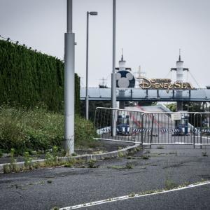 【超衝撃】現在のディズニーランドを撮影した一枚がまるで廃墟の様だと話題に!!!