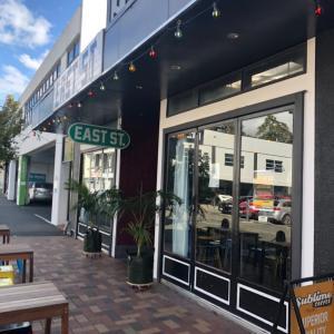 カフェ巡り 【EAST ST CAFE BAR】
