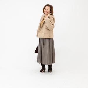 ★大人の方が似合うグレージュ色のスカート