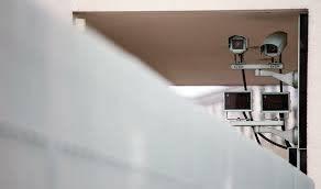 露 小中高校で 顔認証カメラ設置