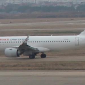 上海浦東空港 中国東方航空ビジネスクラスEカウンターにてチェックイン