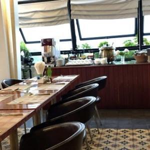 シェムリアップ HARI Residence & Spa 朝日を見ながらの朝食は最高