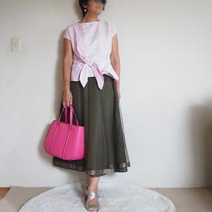 【50代コーデ】ピンク&オリーブグリーン
