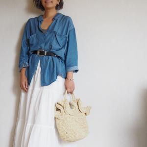 【50代コーデ】ヘビロテ中のユニクロティアードロングスカートにウエスタンベルト&デニムシャツ♪
