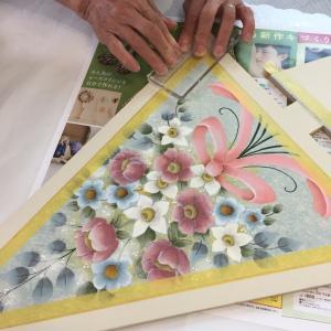 ペイントにスタンプもプラスして質感も楽しむ♡お花のツリー生徒さん作品