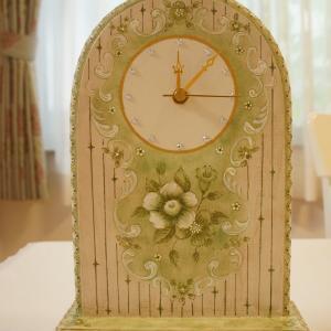 モノトーンアンティークひび割れの置時計♡トールペイント生徒さん作品