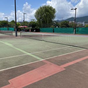仲間達とのテニスです!