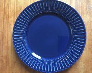 青いお皿でダイエット