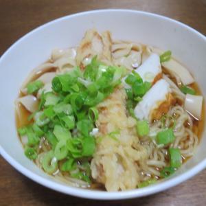 きしめんと中華麺の融合