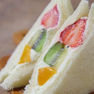 ダイヤ製パン阪神梅田店でフルーツサンドイッチを買ってみた!